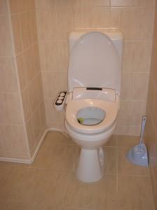 Color-bid fekete, falon kívüli vízbekötés, monoblokkos wc-re