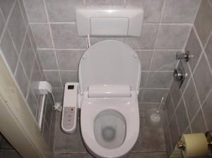 Electro-bid elektromos bidé, falba süllyesztett wc öblítő tartályról csatlakoztatva a hideg vízbekötésbe